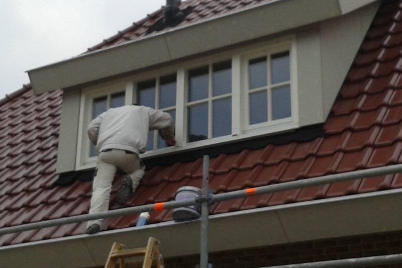 Nieuwe woning met dakkapel HR++ glas met wienersprossen geplaatst en afgekit in Urk